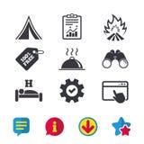 Alimento caldo, sonno, tenda di campeggio e segni del fuoco Fotografia Stock