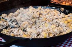 Alimento checo tradicional da rua, batata cozinhada do bebê no molho cremoso Fotos de Stock Royalty Free