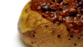 Alimento - chile en un tazón de fuente del pan Foto de archivo libre de regalías