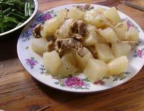 Alimento chinês: Carne do peito de carne assada com nabo Fotografia de Stock Royalty Free