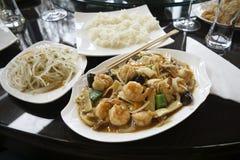 Alimento chinês com camarões Fotos de Stock Royalty Free
