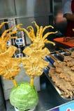 Alimento chinês da rua no Hutongs da rua de Wangfujing do Pequim Fotografia de Stock