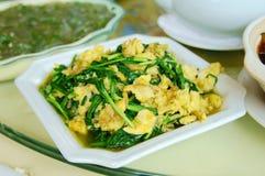 Alimento chinês do yangzou jiucaichaojidan fotos de stock royalty free