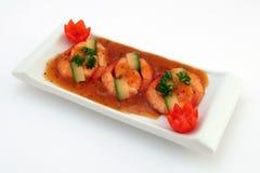 Alimento chinês - o gourmet grelhou camarões do tigre do rei no branco Foto de Stock