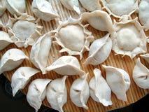Alimento chino de la bola de masa hervida (Jiaozi) Fotos de archivo
