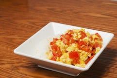Alimento chino - tomates y huevo Fotos de archivo