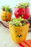 Alimento colorido de Dia das Bruxas com pimentas enchidas Fotos de Stock Royalty Free