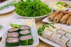 Alimento com carne de porco e o vegetal ácidos Foto de Stock Royalty Free