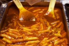 Alimento coreano della via di Topokki fotografia stock