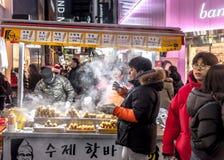 Alimento coreano tradicional da rua em Coreia do Sul Foto de Stock