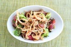 Alimento cru do hawaiian do atum da bacia do puxão do restaurante de Havaí fotos de stock