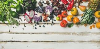 Alimento cru do vegetariano de Helathy que cozinha o fundo imagem de stock