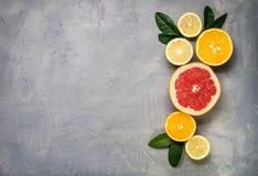 alimento crudo: affettare gli agrumi Arancia, mandarino, pompelmo della calce del limone Immagini Stock Libere da Diritti