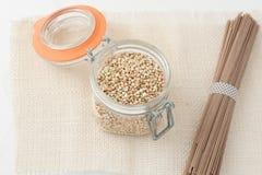 Alimento crudo fatto con grano saraceno Immagini Stock