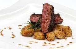 Alimento da carne dos cervos Fotografia de Stock Royalty Free