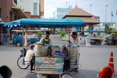 Alimento da rua em Hatyai, Tailândia foto de stock