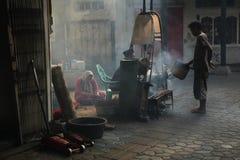 Alimento da rua em Surakarta, Java central, Indonésia fotografia de stock
