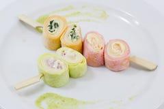 Alimento de dedo - rolo da salada fotos de stock