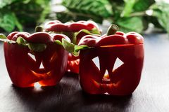 Alimento de Dia das Bruxas Pimentas de sino doce vermelhas fotografia de stock