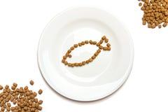 Alimento de gato seco com atum foto de stock royalty free