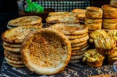 Alimento de la calle en la calle musulmán en Xian imagenes de archivo