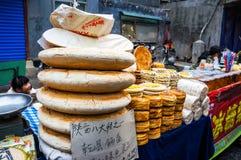 Alimento de la calle en la calle musulmán en Xian Fotografía de archivo libre de regalías
