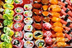 Alimento de Rolls japão do sushi, fundo de Rolls do sushi fotos de stock royalty free
