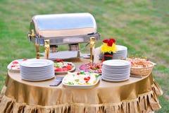 Alimento del abastecimiento en un banquete de boda Fotografía de archivo