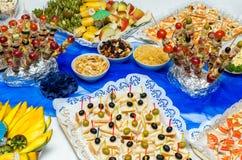 Alimento del abastecimiento en un partido Foto de archivo libre de regalías