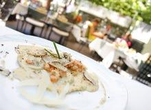 Alimento del camarón en la placa Imagen de archivo