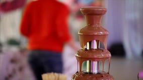 Alimento del dessert della fontana del cioccolato stock footage