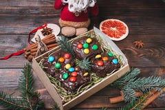 alimento del dolce di natale colorful Su fondo di legno leggero fotografia stock libera da diritti