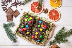 alimento del dolce di natale colorful Su fondo di legno leggero fotografia stock