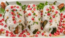 Alimento del messicano di nogada dell'en dei peperoncini rossi Fotografia Stock Libera da Diritti