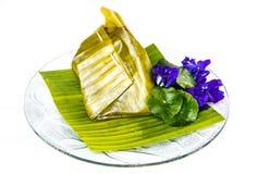 Alimento del vapore avvolto dalla foglia della banana Fotografia Stock