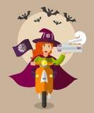Alimento-deliverygirl do feiticeiro de Dia das Bruxas no 'trotinette' com as caixas da pizza Imagem de Stock