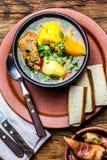 Alimento dell'America latina Cazuela cileno tradizionale della minestra della carne di maiale Cazuela Chilena immagini stock