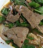 Alimento della Tailandia, insalata piccante dolce del fegato della carne di maiale Immagine Stock