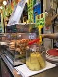 Alimento della via nel mercato di Hong Kong Immagini Stock
