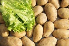 Alimento delle verdure crude delle patate nel mercato per struttura ed il fondo del modello Fotografie Stock Libere da Diritti