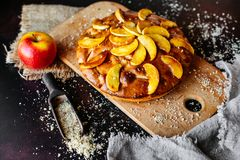 Alimento, dessert, pasticcerie, torta Bella torta di mele saporita immagine stock