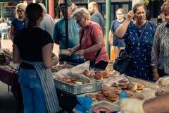 Alimento di Market Street di notte del Distretto di Rotorua Rotorua Nuova Zelanda fotografia stock