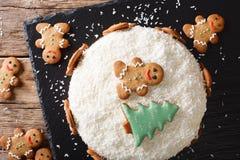 Alimento di Natale: dolce dello zenzero con il primo piano della crema del formaggio horizont Fotografie Stock