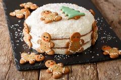 Alimento di Natale: dolce dello zenzero con il primo piano della crema del formaggio horizont Fotografia Stock