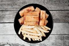 Alimento di verdure cinese di festival come il rotolo di molla e franco fritti nel grasso bollente Immagine Stock