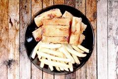 Alimento di verdure cinese di festival come il rotolo di molla e franco fritti nel grasso bollente Fotografie Stock