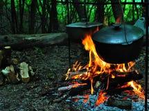 Alimento di viaggio di campeggio nel viaggio di campeggio Fotografia Stock Libera da Diritti