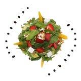 Alimento dietético sin la carne: arugula, fresas, queso y aceite vegetal Foto del estudio plato sin una placa Fotos de archivo