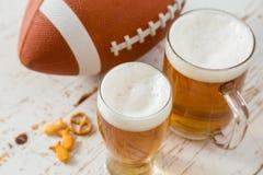 Alimento do partido do futebol, dia do Super Bowl, guacamole da salsa dos nachos Fotografia de Stock