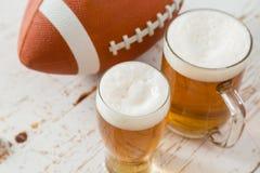 Alimento do partido do futebol, dia do Super Bowl, guacamole da salsa dos nachos Fotos de Stock